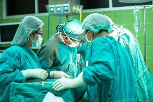 עברתם ניתוחים ולא התקבלה תוצאה טובה? ייתכן שמדובר ברשלנות רפואית - ומגיע לכם פיצוי